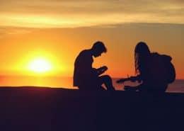 Liebespaar mit Gitarre
